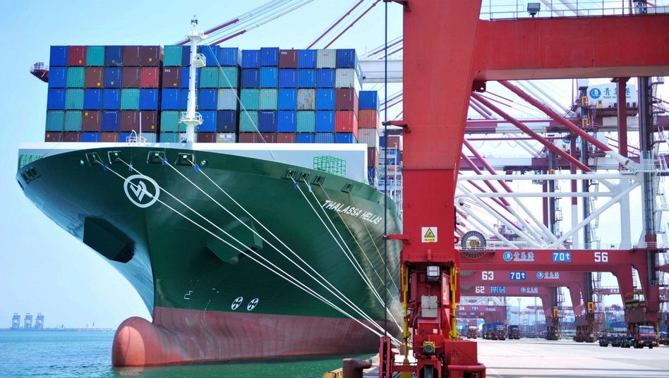 Containerschiff in Qingdao: Cofco und Sinograin unterbrechen die Einkäufe von Sojabohnen und Schweinefleisch aus den USA