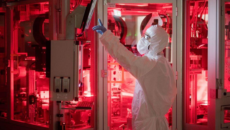 VW-Batteriezellenproduktion in Salzgitter: Der Konzern baut seine Beteiligung an dem Elektro-Joint-Venture JAC aus und steigt zusätzlich beim Batteriehersteller Gotion High Tech ein