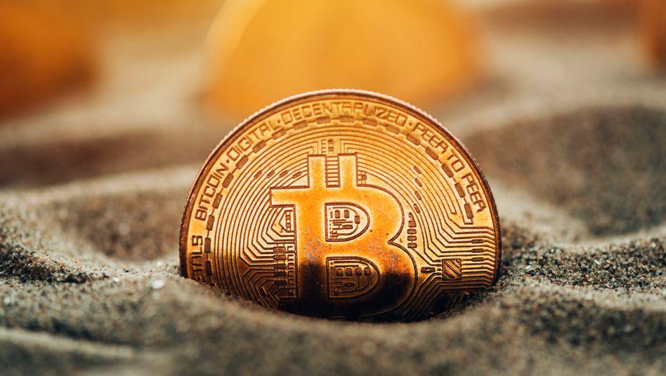 Geld versenkt: Bei dem Kursrutsch am vergangenen Wochenende verlor der Bitcoin rund 10.000 US-Dollar in nur wenigen Stunden