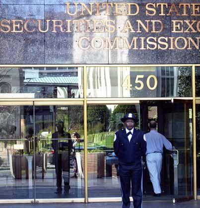 Schlechtes Image: Kritiker halten die SEC für eine inkompetente Behörde voller Anwälte und unerfahrener Angestellter, die sich im Finanzwesen einfach nicht auskennen