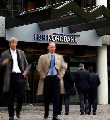 Berater prüfen ihre eigenen Verträge: Die HSH-Nordbank-Zentrale in Hamburg