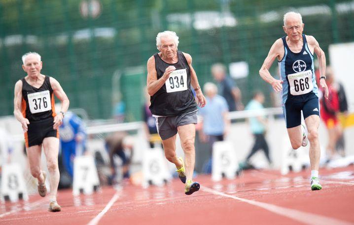 Seniorensport: Diese Herren treten in der Altersklasse Ü85 an. Gute Gene? Gutes Training!
