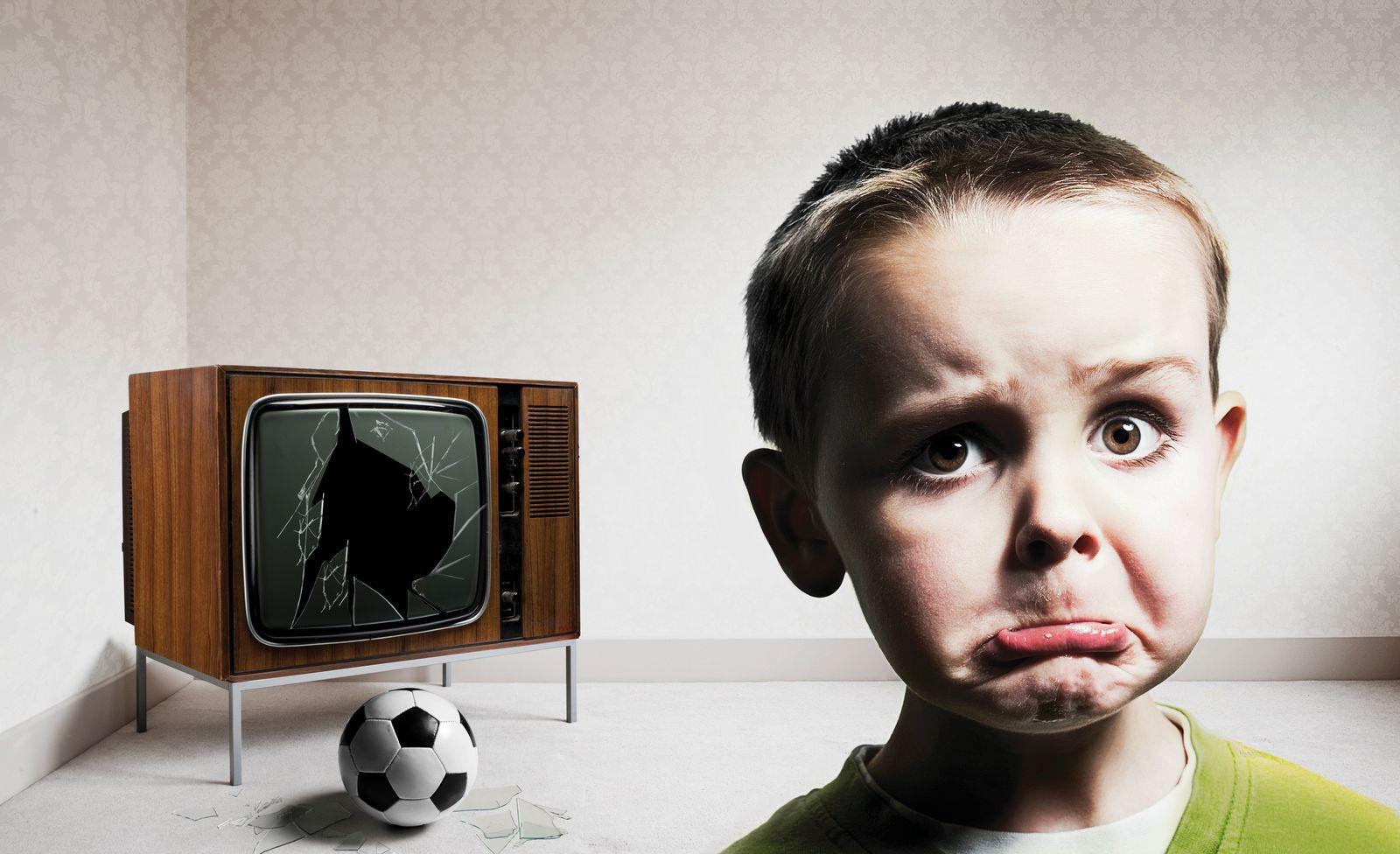 EINMALIGE VERWENDUNG Sorry mum / Fußball / Fernseher / Zerstört
