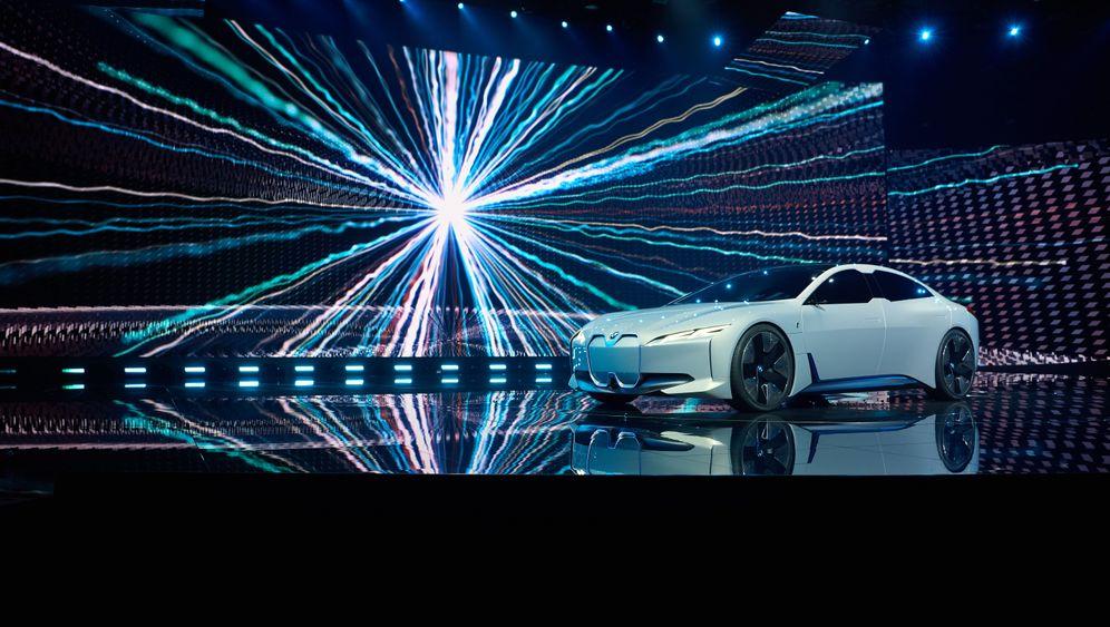 Die Tesla-Fighter der Autokonzerne in Genf: Strom-Schläger: Diese Modelle sollen Tesla (bald) Paroli bieten