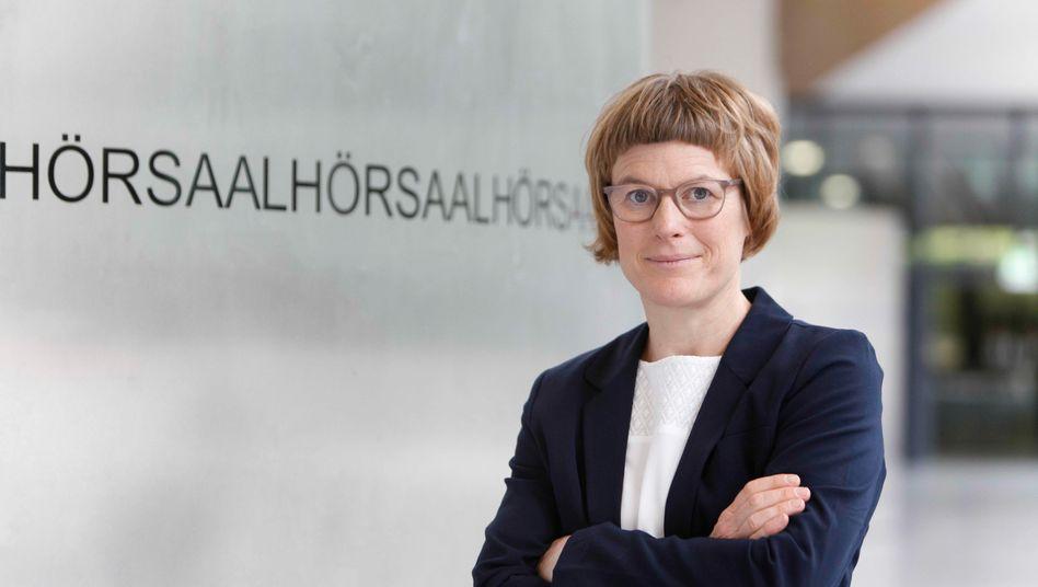 """""""Die aktuelle Anzahl der täglichen Impfungen muss um 50 Prozent gesteigert werden"""": Wirtschaftsweise Veronika Grimm zur Konjunkturprognose 2021"""