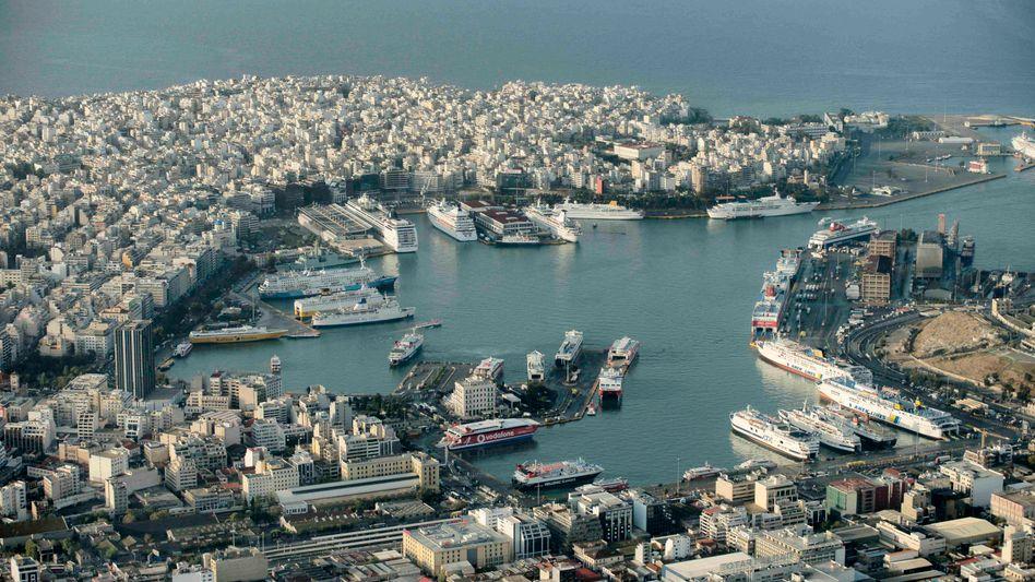 Der Hafen von Piräus: Auch er steht auf der Liste der Liste jener Beteiligungen, die bis 2015 Milliarden in die leeren Staatskassen spülen sollen