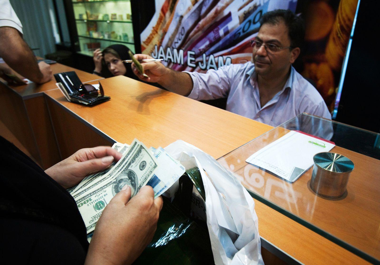 Iran / Teheran / Dollar / Wechsel-Stube / Bank