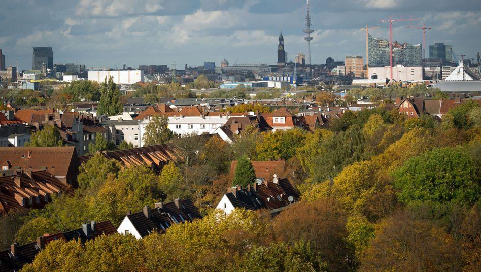 Skyline von Hamburg: Vor allem Fonds mit Einzelhandelsobjekten und Hotels im Portfolio bergen laut Scope Risiken.