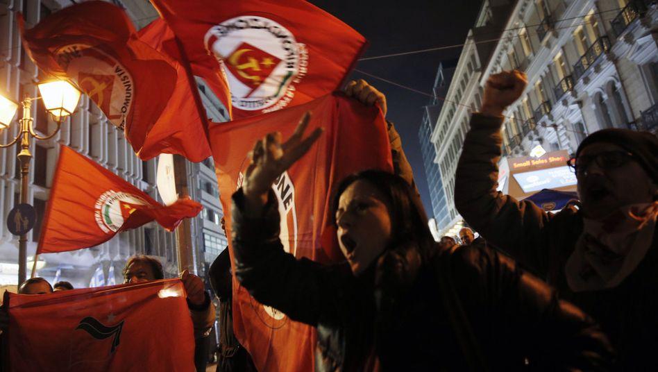 Syriza-Anhänger feiern in Athen: Absolute Mehrheit nur knapp verfehlt