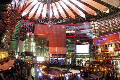Glitzerwelt: Die Deutschland-Zentrale zieht von Köln ins Sony-Center Berlin