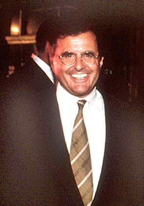 """Peter Chernin: Der Chef der mächtigen News Corporation ist außerdem Vorstandschef der Fox Group. Fox News begleitet die Kerry-Kampagne jedoch mit kritischem Abstand - Rupert Murdoch, der über das Fox-Imperium wacht, ist überzeugter Anhänger von George W. Bush. Das hindert Chernin nicht daran, Bushs Bildungspolitik einen """"Witz"""" zu nennen."""