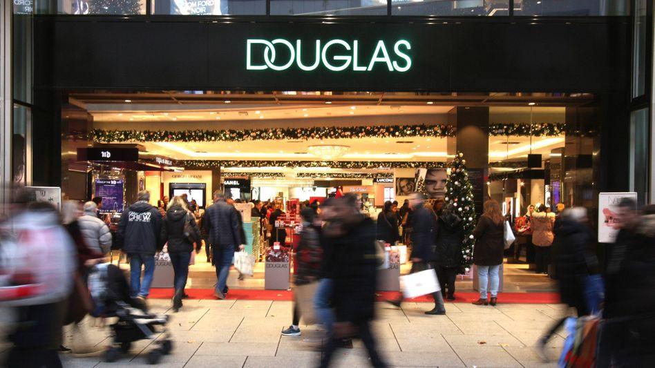 Douglas-Filiale in Frankfurt: Die Kosmetikkette muss kürzertreten