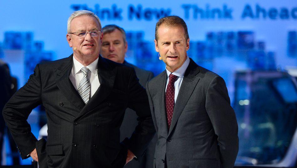 Im Fokus der Ermittler: Ex-VW-Chef Winterkorn (l.) und der amtierende Markenchef Diess