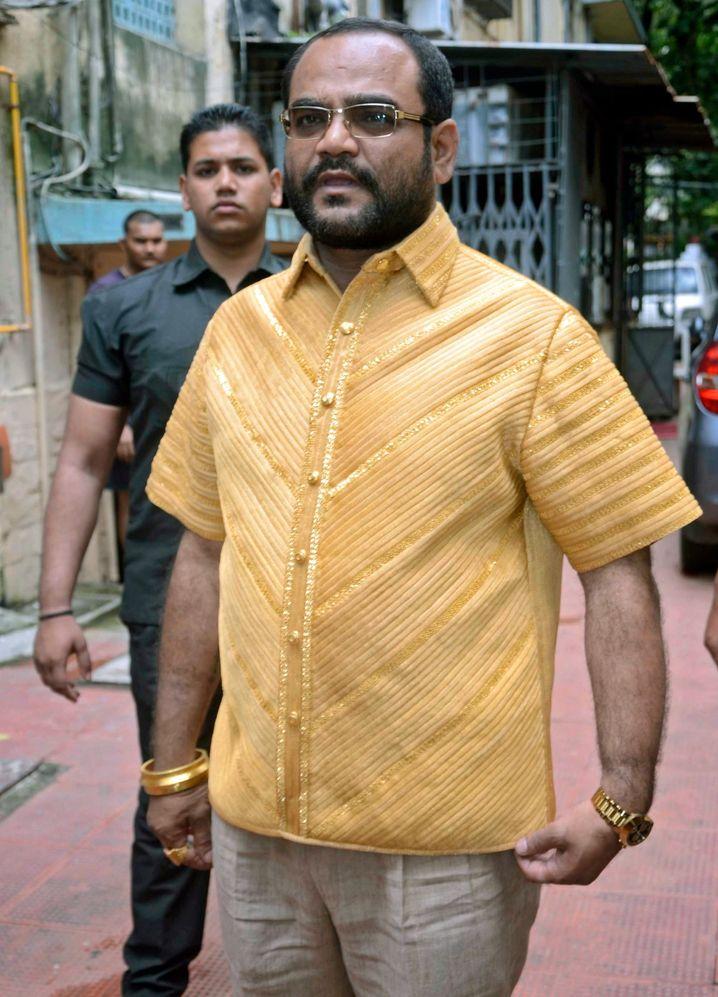Garantiert hochwertig: Vor einigen Jahren ließ sich der indische Geschäftsmann Pankaj Parakh ein Hemd schneidern, das aus purem Gold gewebt war (und rund 200.000 US-Dollar wert war). Aber es gibt auch günstigere Hemden, die sehr gut und qualitätvoll gearbeitet sind.