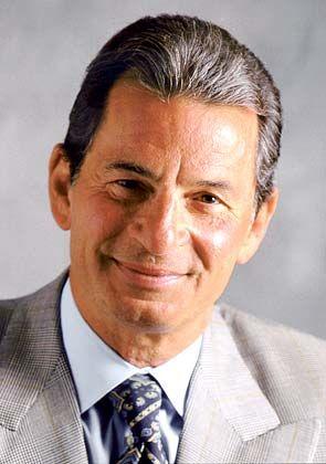 Richard Santulli, Gründer von Netjets Inc. Der Mathematiker und ehemalige Goldman-Sachs-Investmentbanker gilt als ein Kandidat, der die Leitung von Buffetts Beteiligungsgesellschaft Berkshire Hathaway übernehmen könnte.