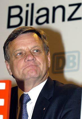 Skeptischer Blick in die Zukunft: Hartmut Mehdorn, hier auf der Bilanzpressekonferenz 2004