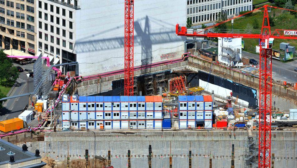 Baustelle in Berlin: Immobilien sind zurzeit bei Investoren beliebt