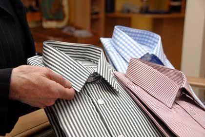 Ein makelloser Kragen: Ganz ohne Nachbügeln kommen aber auch so genannte bügelfreie Hemden nicht aus