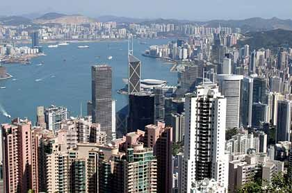 Silhouette Hongkong: Hafenstadt strebt in die Höhe
