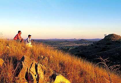 Australiens Outback: In der Nähe der gut erhaltenen Goldgräberstadt Charters Towers sind die Küste Queenslands und ihr tropisch-grüner Saum weit entfernt