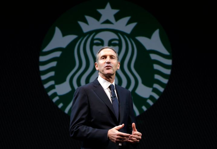 Howard Schultz: Der ehemalige Starbucks-Chef hat Starbucks vom kleinen Kaffee-Unternehmen in Seattle zum Weltkonzern gemacht