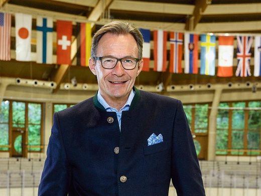 Eiskalt: Michael Macht hat der operativen Karriere abgeschworen. Außer als Aufsichtsrat arbeitet er ehrenamtlich als Präsident des Eishockey-Drittligisten EV Füssen. Hier posiert er in dessen Stadion.