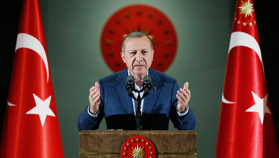 Recep Tayyip Erdogan will die Notenbank stärker kontrollieren - und setzt damit die Lira weiter unter Druck