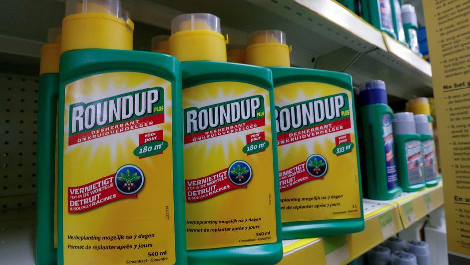 Teurer Einkauf: Für Monsanto mit dem Unkrautvernichter Roundup hat Bayer 63 Milliarden Dollar gezahlt - plus nach bisherigem Stand rund zwölf Milliarden Dollar an Rechtskosten