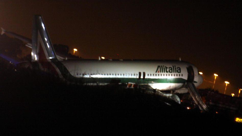 Alitalia im Schlingern: Im Bild eine Maschine, die von einer Laufbahn des römischen Leonardo-da-Vinci-Flughafen abkam
