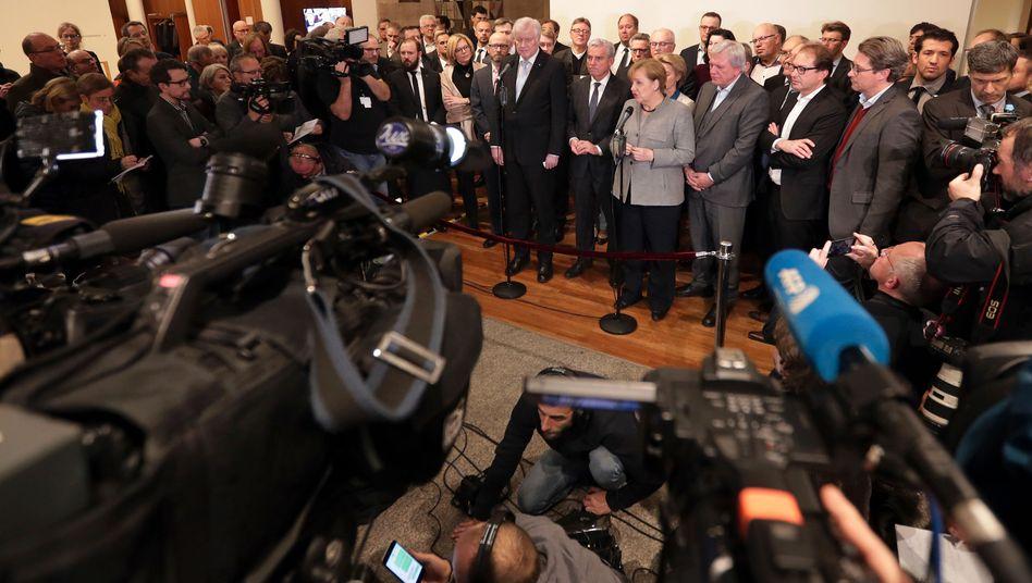 CDU/CSU-Spitze vor der Presse in Berlin: An der Börse kann es auch bei längerer Regierungsbildung in Berlin aufwärts gehen.