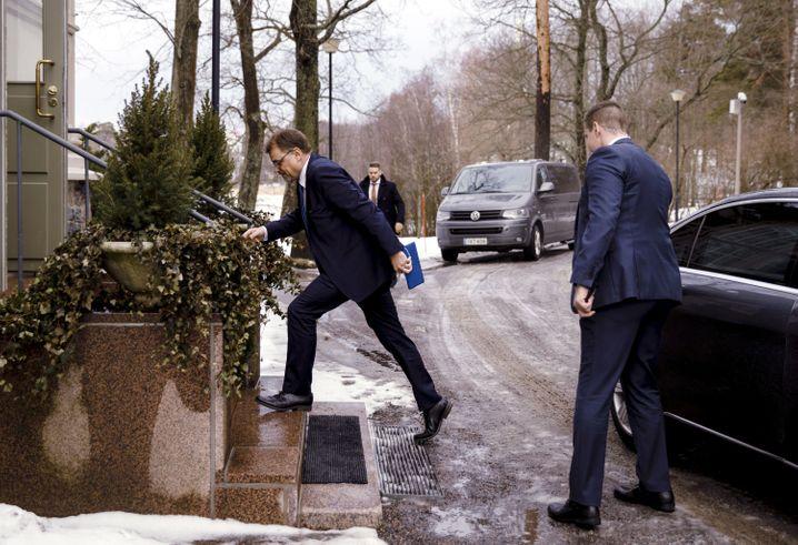 Juha Sipilä auf dem Weg zu seiner Rücktrittserklärung