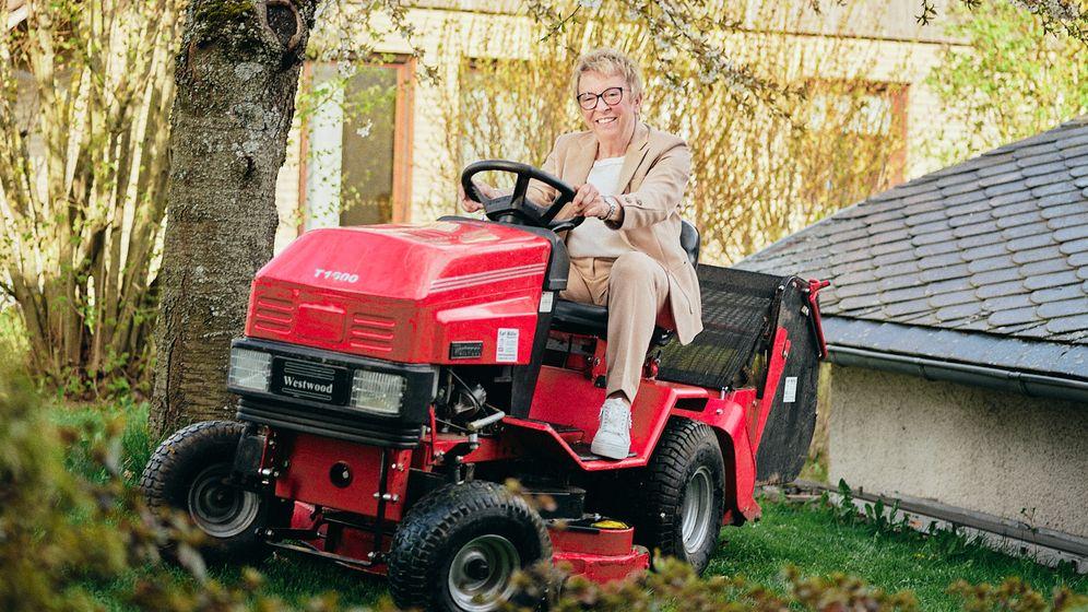 Allrad-Artistin: In ihrer Freizeit kümmert sich Rita Forst um das Wegenetz im heimischen Garten – als Ingenieurin ist sie dort natürlich gut motorisiert unterwegs