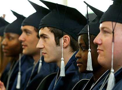 Erfolgreich: Diese Bachelor-Studierenden haben ihr Examen an der UIB bestanden. Wesentlich schlechter dagegen ist die Lage der UIB selbst