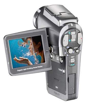 Sanyo XACTI HD1: Der Camcorder wiegt 210 Gramm und bietet 10-fach optisches Zoomobjektiv mit der Kleinbildbrennweite von 38 bis 380 Millimetern