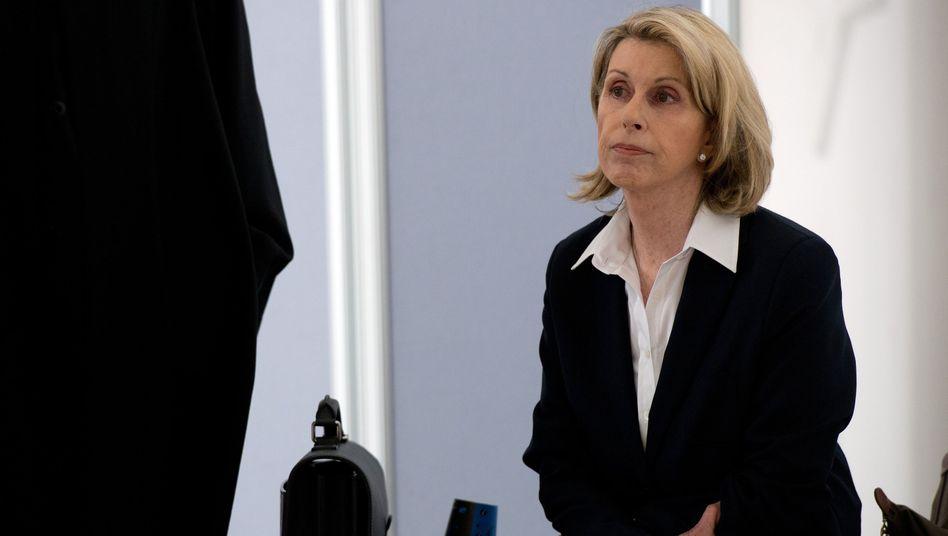 Madeleine Schickedanz: Die Quelle-Erbin hat sich eigentlich außergerichtlich mit Josef Esch und Co. geeinigt, aber die einheitliche prozessuale Erklärung fehlt noch immer