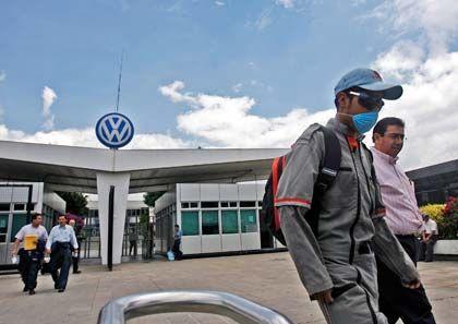 Betriebspause in Mexiko: VW legt die Produktion für zwei Wochen still. Dies habe nicht mit dem Ausbuch der Schweinegrippe zu tun, heißt es.