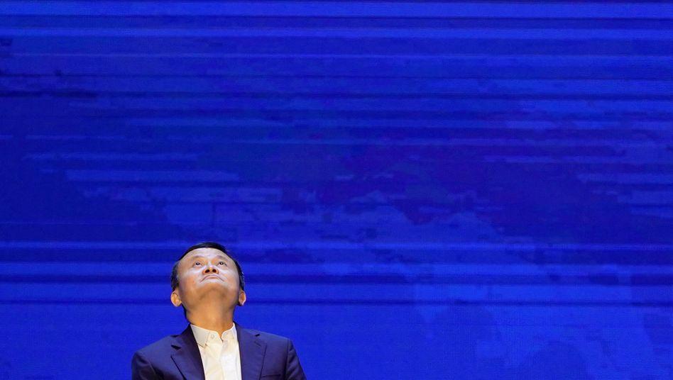Großer Mann ganz klein: Gegenüber der Führung in Peking zieht Alibaba-Chef Jack Ma den Kürzeren