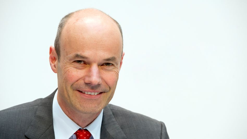 Lächelt bald für die Deutsche Bank: Marcus Schenck, hier noch als Finanzvorstand des Energiekonzerns Eon im Jahr 2012