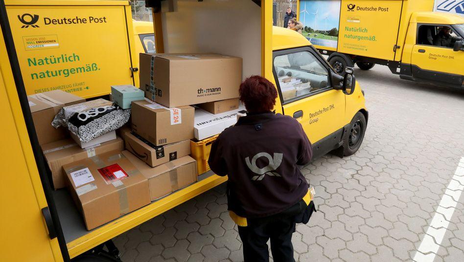Die Post erhöht die Preise für Bücher- und Warensendungen teils drastisch