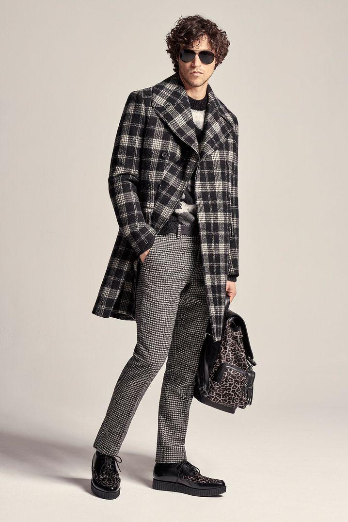 Der Brit-Chic mit Karomustern ist im Trend in der Männermode in diesem Herbst und Winter - auch Michael Kors greift dazu (Mantel 1290 Euro, Pullover 499 Euro, Hose 230 Euro).