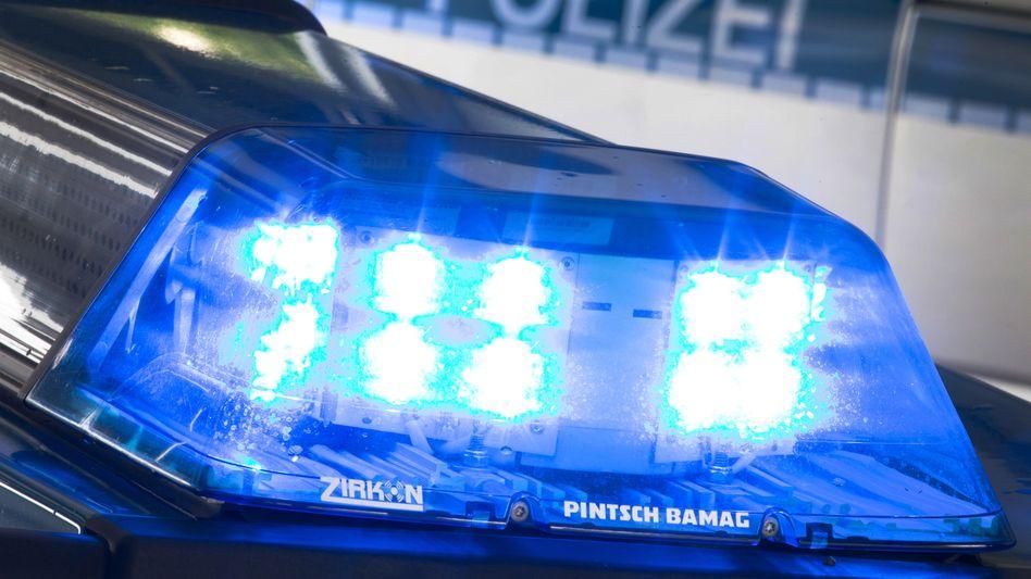 Polizei im Einsatz: An 15 Orten in fünf Bundeländern durchsuchten diese Woche Einsatzkräfte Büros und Wohnungen von Mitarbeitern einer Anwaltskanzlei aus Jena