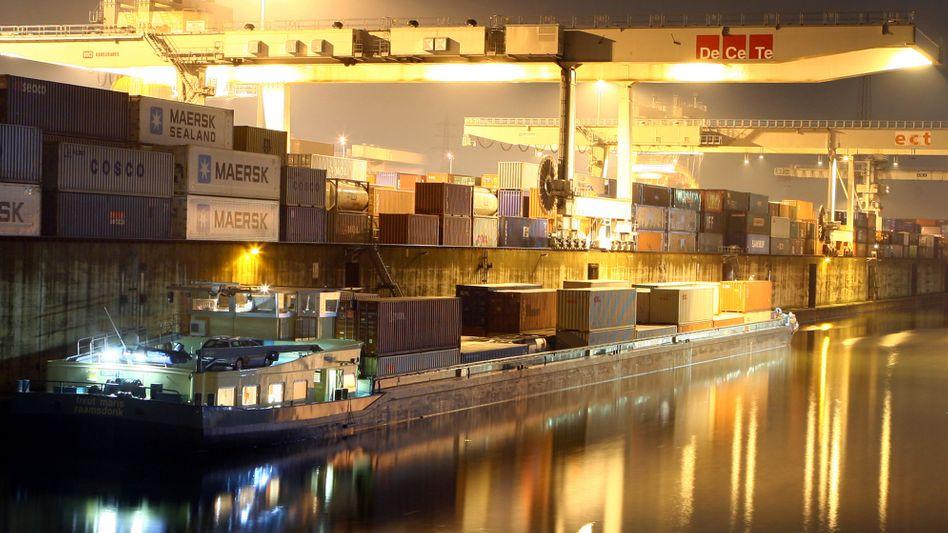 Containerverladung im Hafen von Duisburg: Noch gehört ein Drittel des Hafens dem Bund
