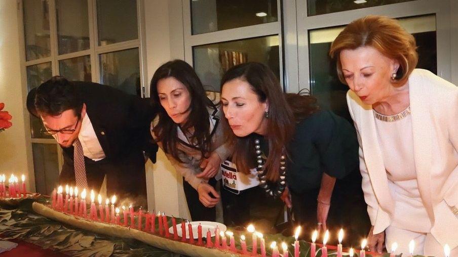 Feierabend: Clanchef Giovanni Ferrero, Schwägerin Luisa, Ehefrau Paola Rossi und Mutter Maria Franca (v. l. n. r.) verschieben Gewinne – und freuen sich über hohe Dividenden