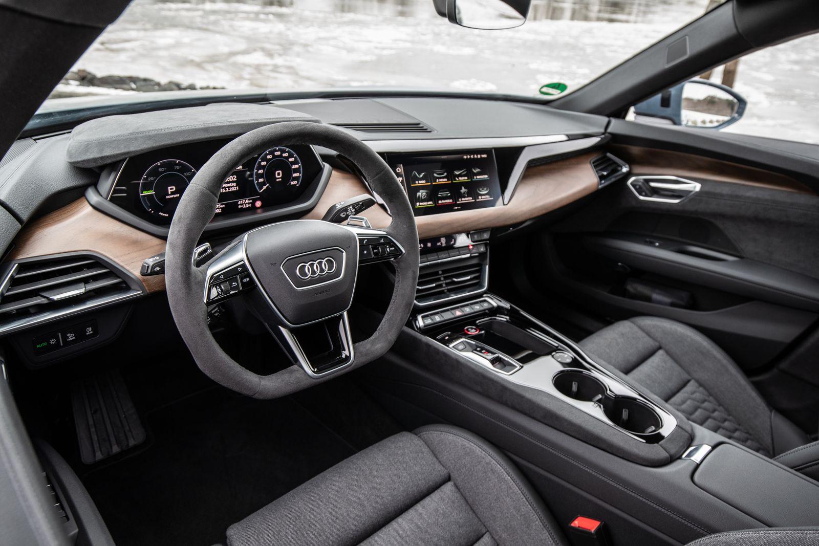 Audi e-tron GT quattro / Cockpit