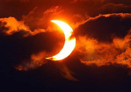 Blendend: Die Sonne, wird teilweise vom Mond verdeckt