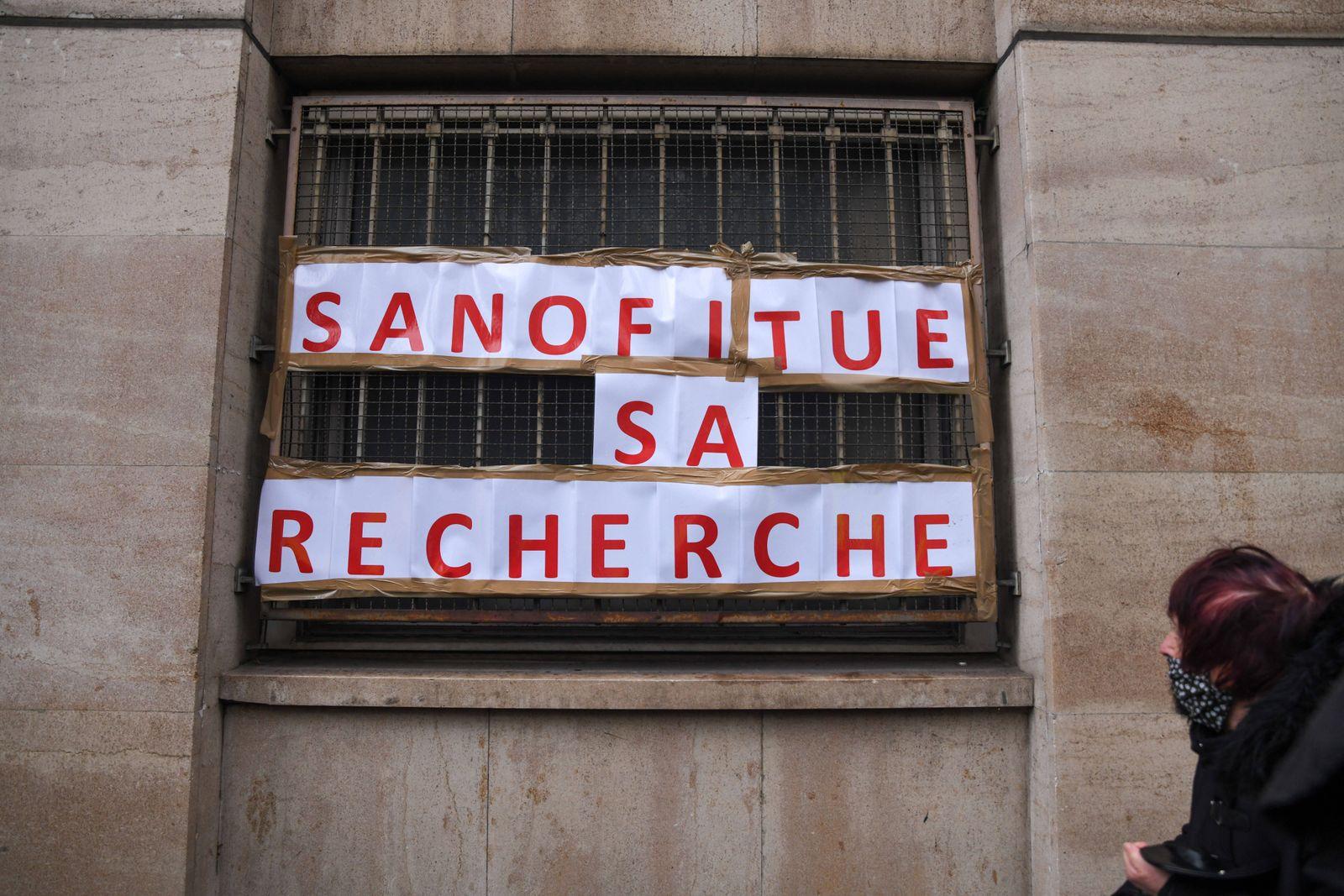 FRANCE - POLITICS - DEMO - PROTEST AGAINST DISMISSALS IN PARIS Protest against firering jobs in Paris. Paris, France. J