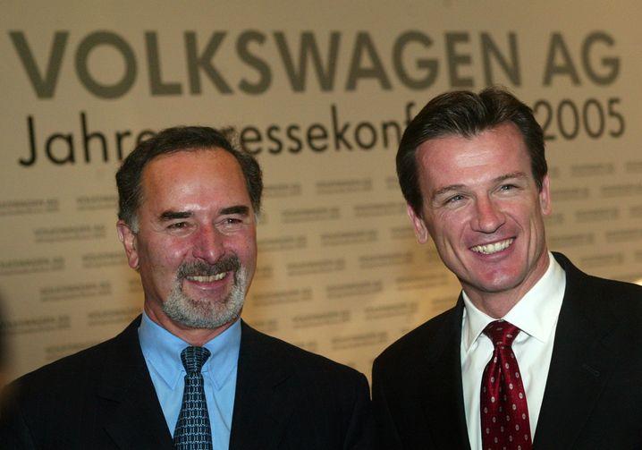 Bernd Pischetsrieder (links), Ex-VW-Konzernchef und VW-Markenvorstand Wolfgang Bernhard dementieren aufs Schärfste, von der Abgas-Manipulationssoftware gewusst haben. Die Entscheidung zum Einbau soll bereits 20005/2006 gefallen sein