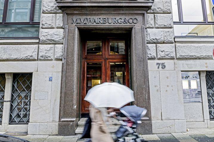 Im Sog des Cum-Ex-Skandals: Eingang des Bankhauses M.M. Warburg in Hamburg
