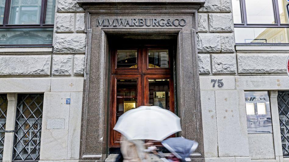 Warburg Bank: Die Staatsanwaltschaft wirft im Cum-Ex-Skandal vier Warburg-Bankern schwere Steuerhinterziehung vor
