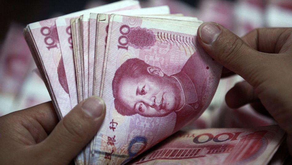 Chinas Währung, der Yuan: Die Anleger fürchten, die Zentralbank bringe nicht ausreichend davon unter die Geschäftsbanken - und blockiere damit die Realwirtschaft und das chinesische Wachstumsmodell